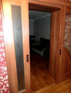 Двери раздвижные двухстворчатые установка